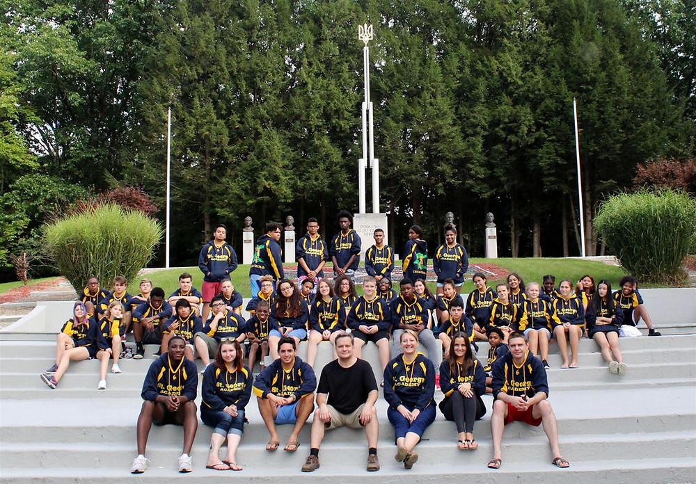 Студенти та директор Saint George Academy