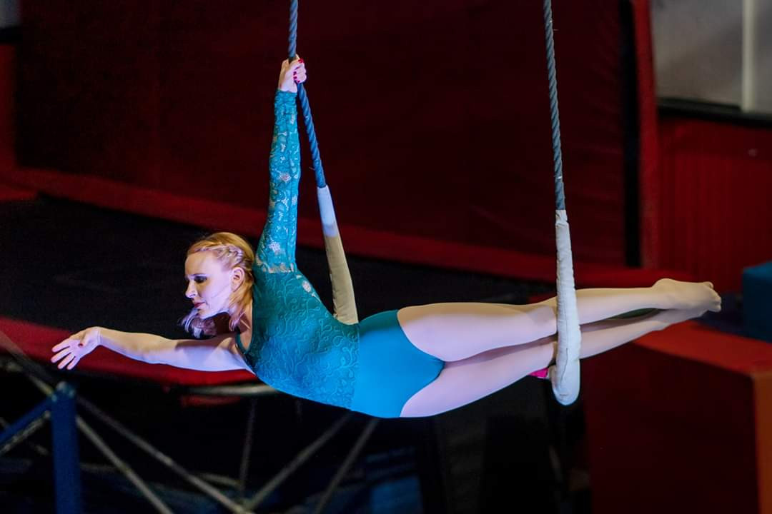 Kelsey on Static Trapeze