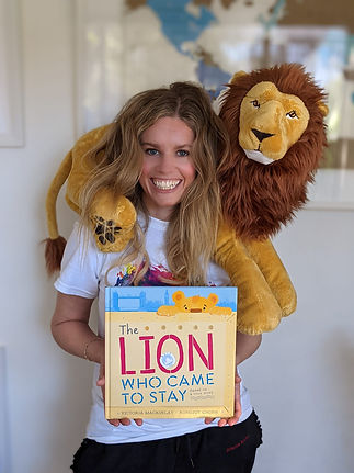 victoria mackinlay the lion who came to stay.jpg