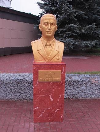 бюст Олегу Ильину