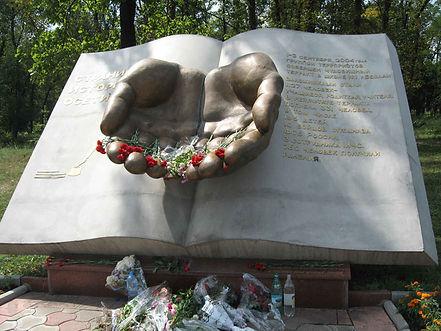 Страницы истории осетии памятник, памятник погибшим в беслане, город ангелов