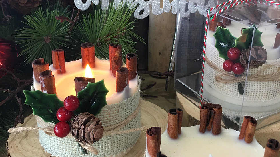Christmas Candle with Cinnamon sticks ( Small )