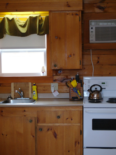 Full kitchen! Fridge, freezer, stove, oven, coffee machine, BBQ and all the dishes and utensils.