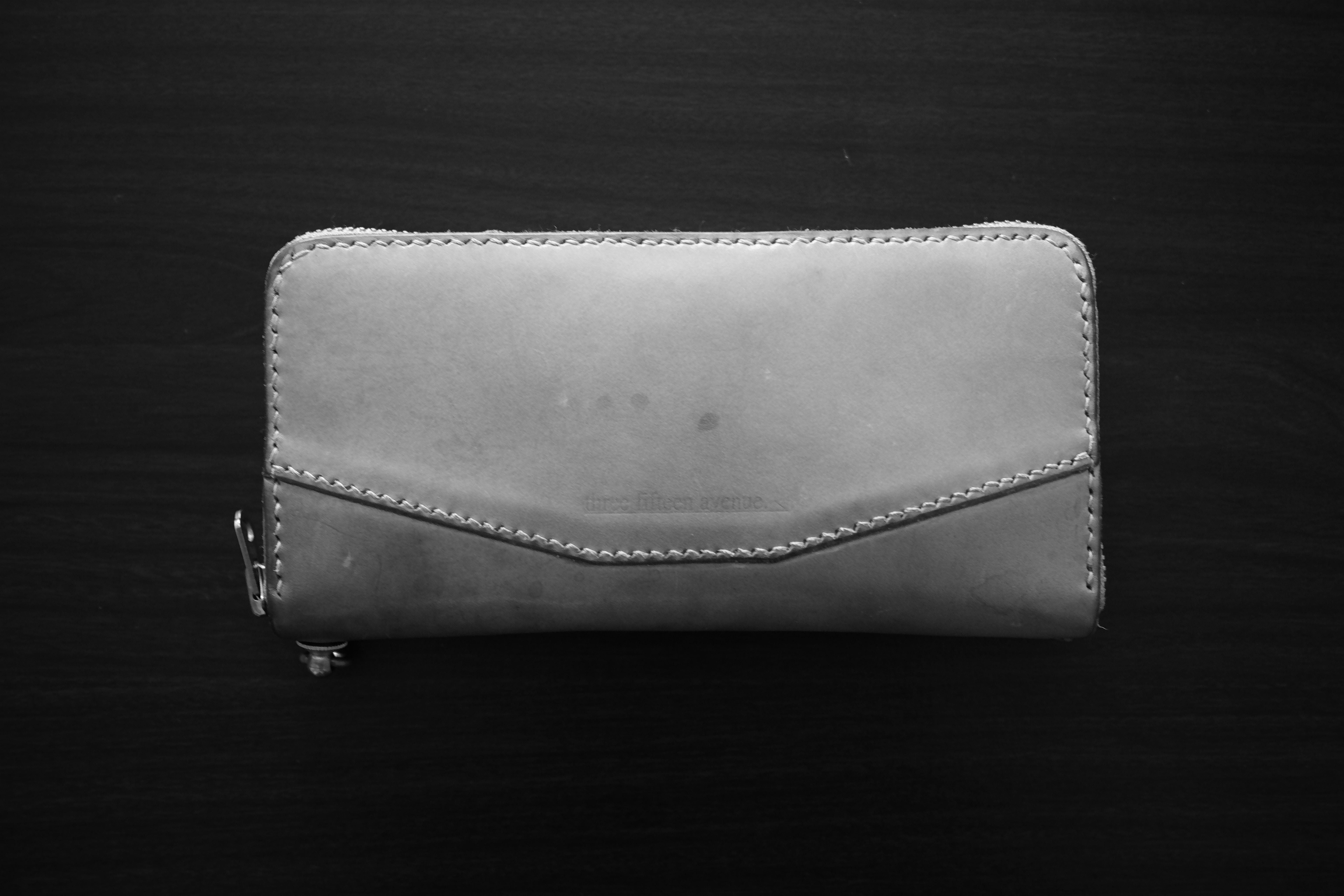 hourglass round zip long wallet