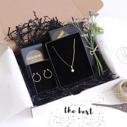 Rotem Brenner Jewelry Design | רותם ברנר | מארז מתנה | מתנות לחג | מתנות לאשה | שרשרת שם|  האלגנטית gift box