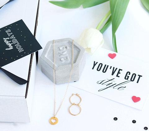 Rotem Brenner Jewelry Design | רותם ברנר | מארז מתנה | מתנות לחג | מתנות לאשה | תכשיט במתנה|   שרשרת לב סופי + עגיל חישוק אמה