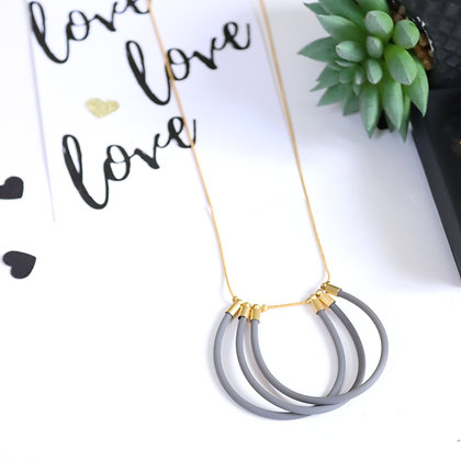 Rotem Brenner Jewelry | רותם ברנר | שרשרת ונוס | שרשרת ארוכה אפורה