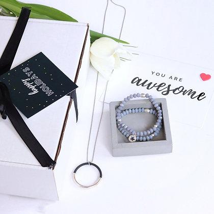 רותם ברנר | מארז מתנה | מתנות לחג | מתנות לאשה | תכשיט במתנה|   שרשרת גולדי ארוכה כסף + זוד צמידי דפני אפור