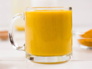 Você Deve Beber o Golden Milk: o Leite Dourado [Receita Inclusa]- com Dra. Lia Lima