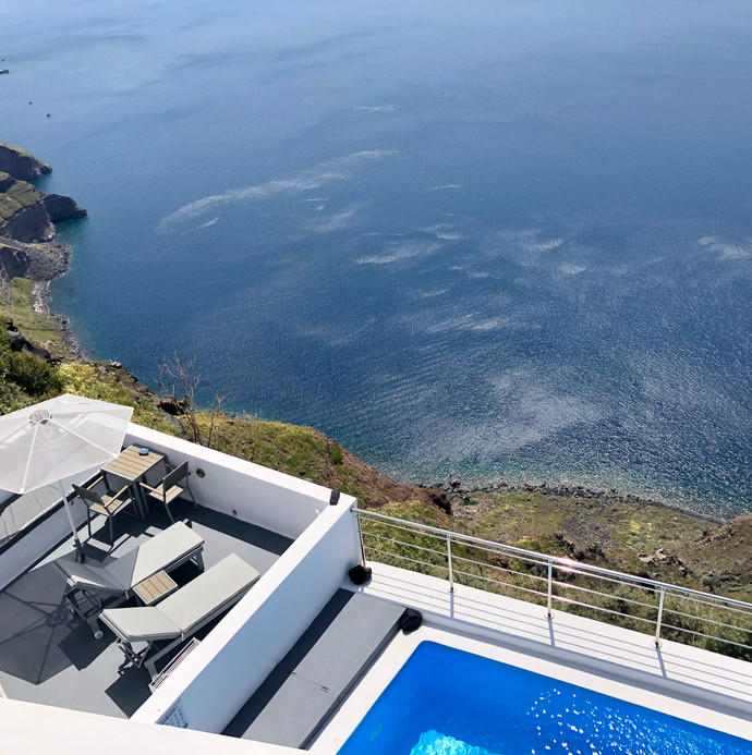 Private villa with pool and ocean views in Santorini