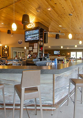 Modern bar at Par 4 Bistro in Par 4 Resort in Waupaca, WI with 16 draught beers and over 20 wines available