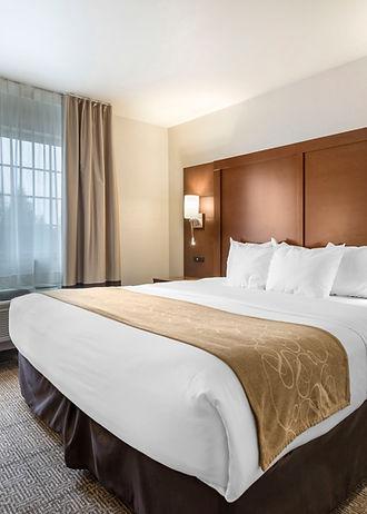 Luxury hotel suites at Comfort Suites in Waupaca, Wisconsin of Par 4 Resort