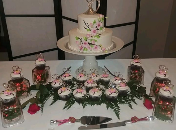 FAIRWAY ROOM CAKE TABLE.jpg
