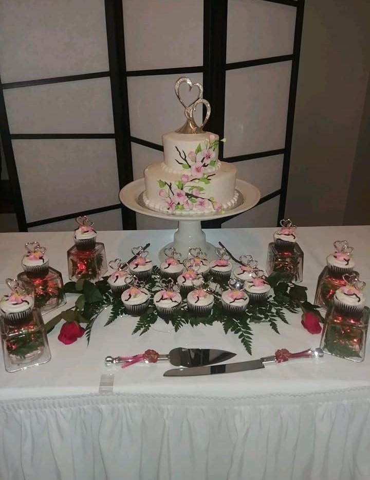 FAIRWAY ROOM CAKE TABLE.jpg