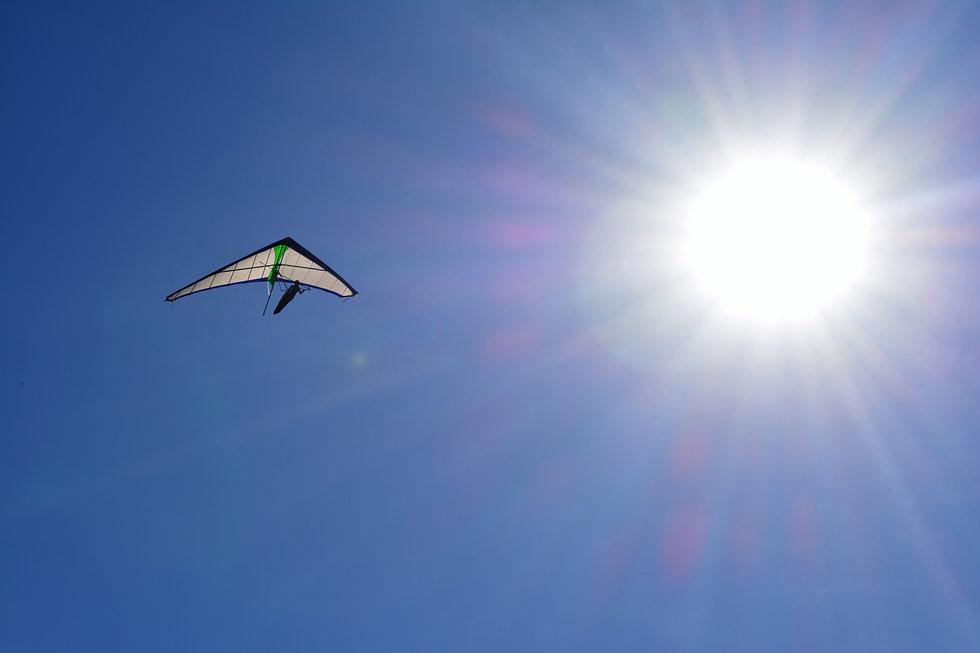 hang-gliding-2441348.jpg