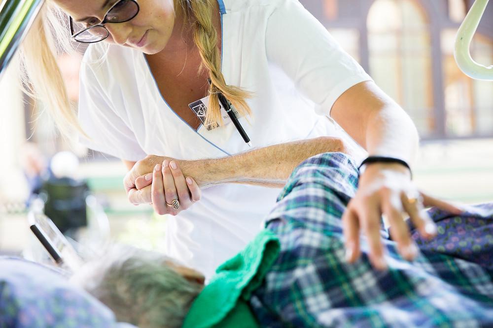 Медсестра в паллиативной помощи