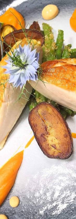Filet z kurczaka / Demi glace / ziemniak ratte / marchewka