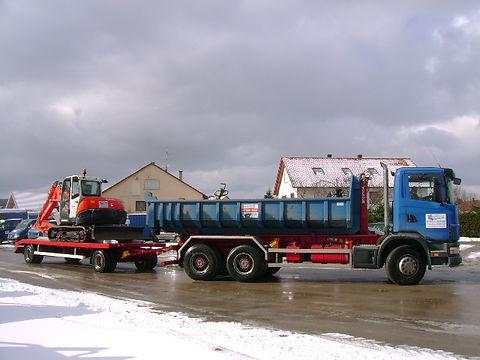 Containerfahrzeug m. Bagger I.jpg