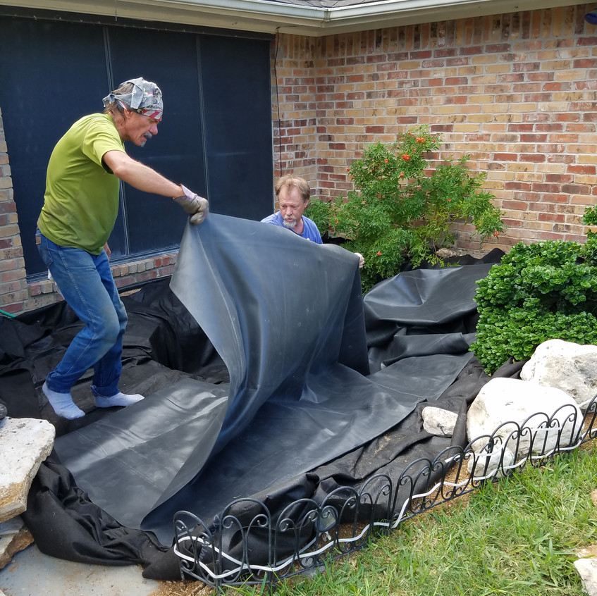 16-Spreading the EPDM Liner