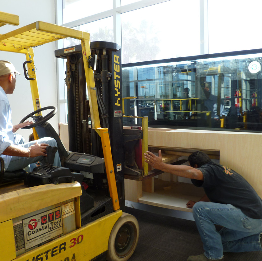 8-Lining Up ForkLift to Move Aquarium & Stand