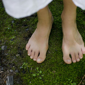 A young girl's bare feet feeling the sof