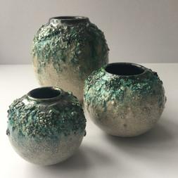 Textured earthenware vessels