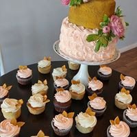 gold and blush wedding cake and cupcakes