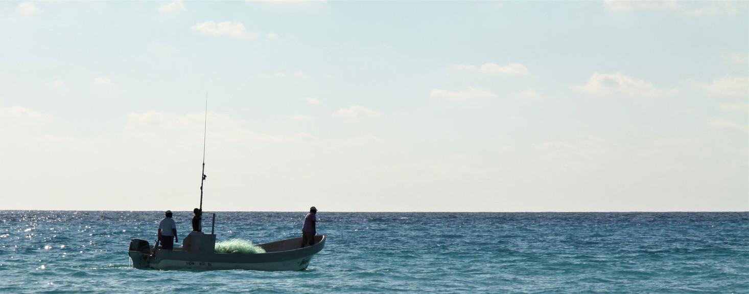 #411 fiskebåt med nät, cancun, mexico