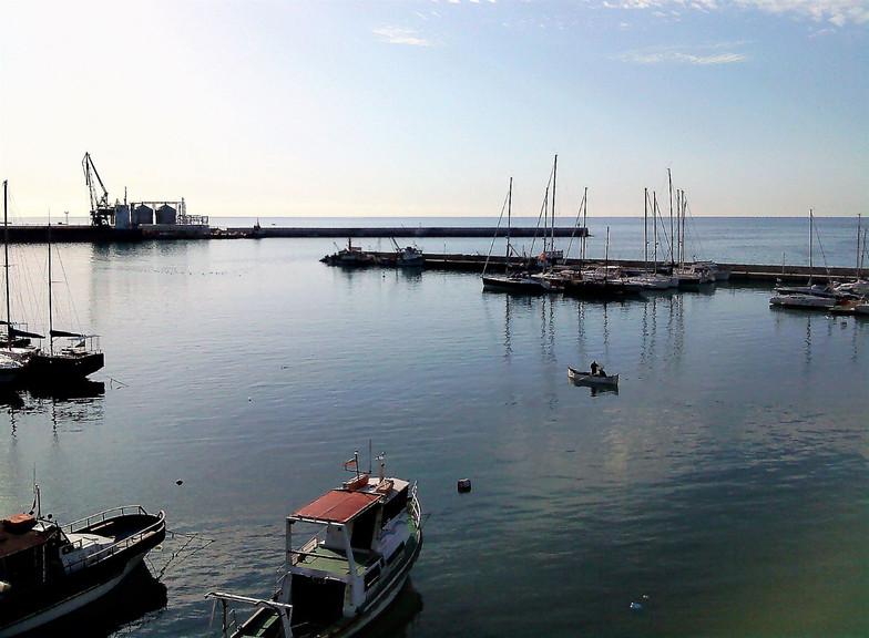 #503 hamnen i varna, bulgarien