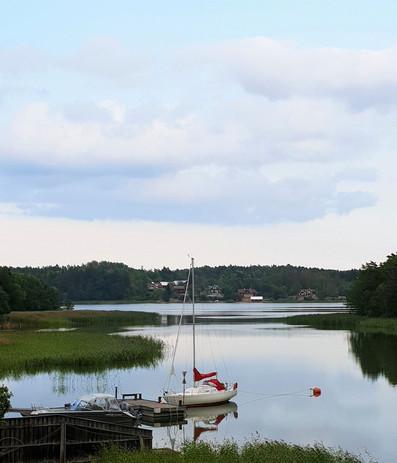 #204 segelbåt i lugnvatten, roslagen