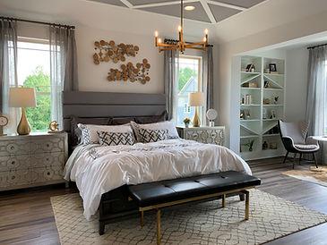 white-bed-linen-on-bed-3675263.jpg