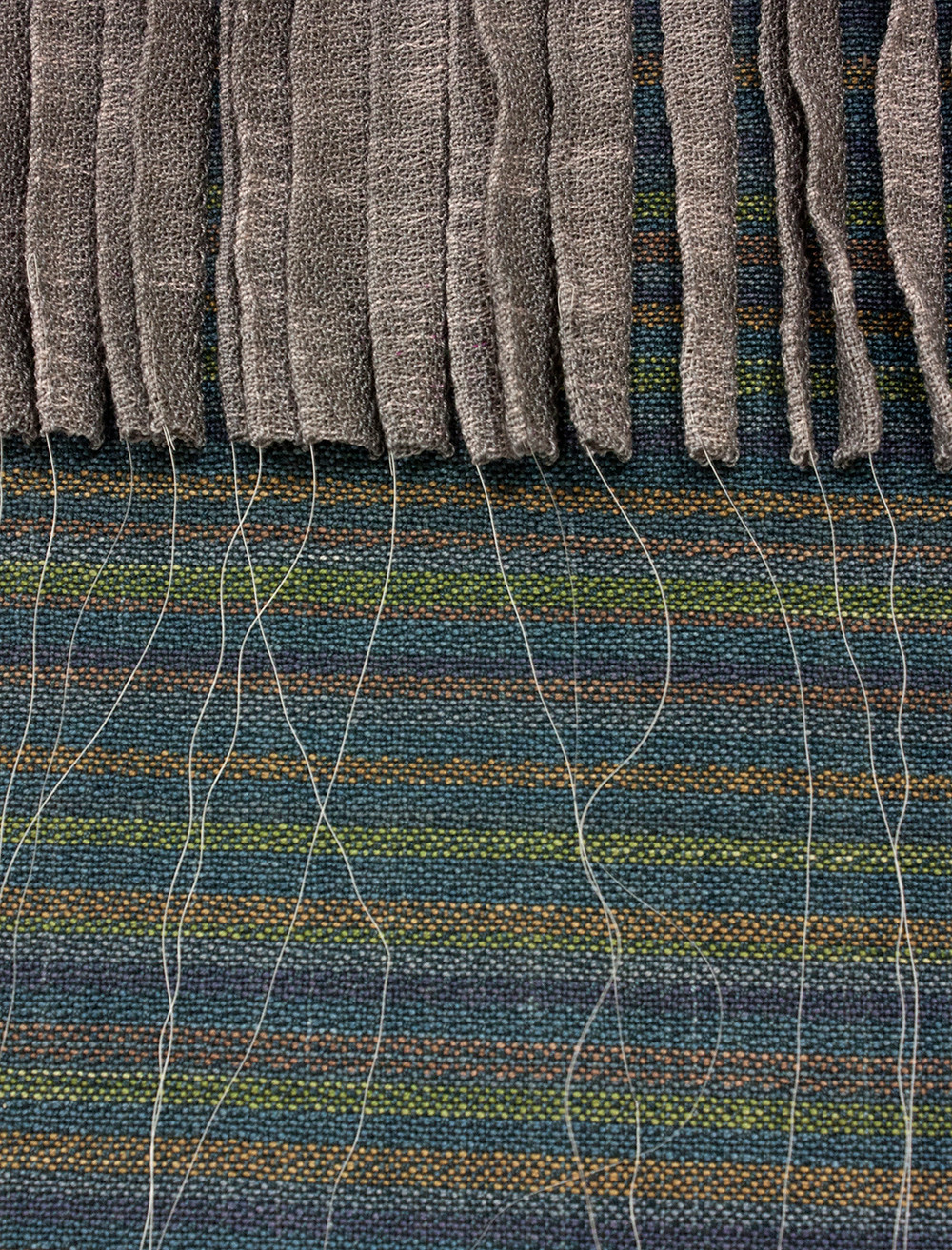 Double weave with surface pleating and horse hair accents