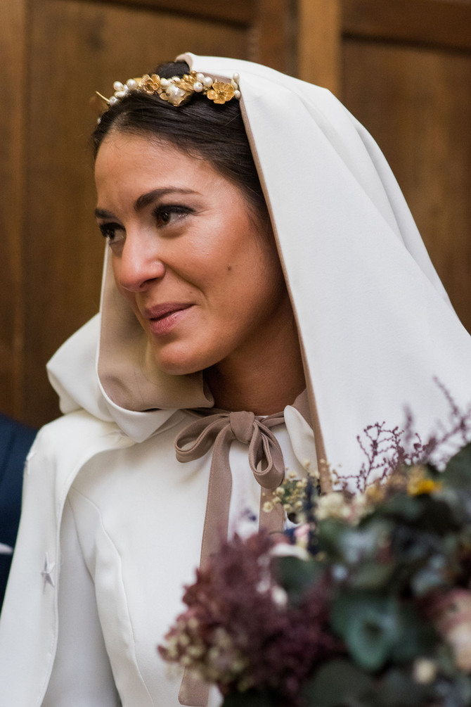 Yaiza, la novia con capa y estilazo