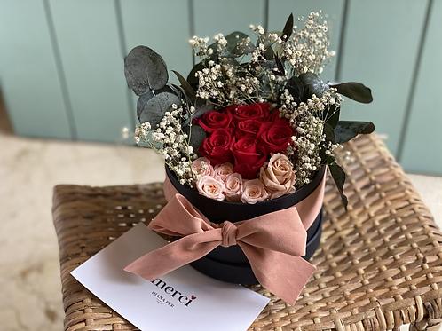 Bombonera de rosas preservadas Amore