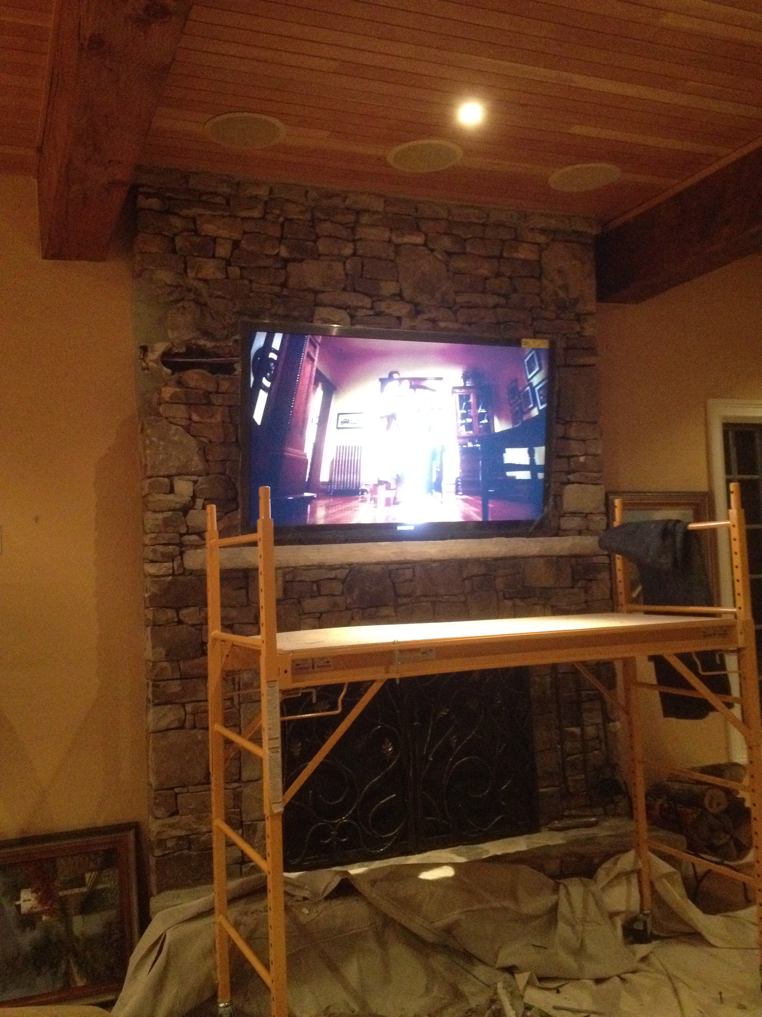 TV MOUNTED ON STONE WALL