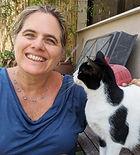 מירי פורת עם חתול.jpeg