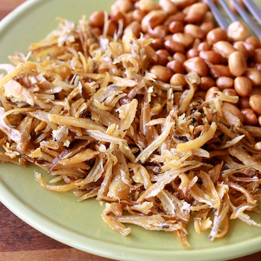 Fried anchovies with roasted peanuts
