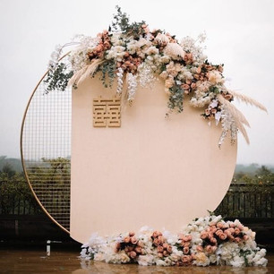1/3 Printed Round Backdrop with Flower Arrangement