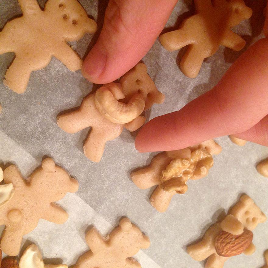 cute-hugging-bear-cookies-maa-tamagosan-
