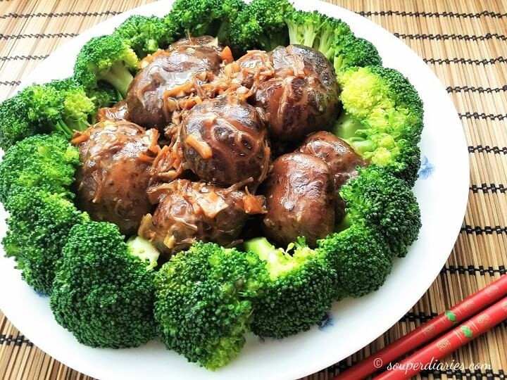 Braised-mushrooms-with-broccoli.jpg