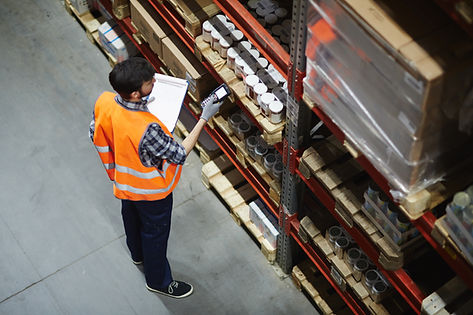 Logistics dispatcher scanning barcodes o