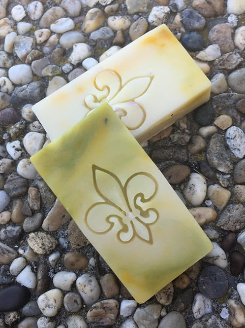 "Fleur de Lis small Soap Stamp - footprint: 0.86"" x 1.06"" (22mm x 27mm)"