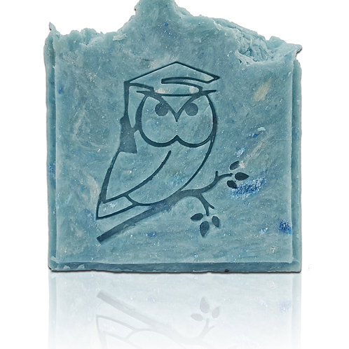 Owl on branch - footprint: 1.38' x 1.69' (35mmx43mm)