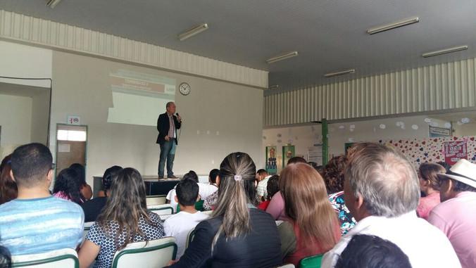 Palestra para equipe gestora, alunos e pais de alunos da Escola Prof. José Claret Dionísio em Hortol