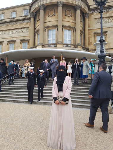 Niqaabi has tea with the Queen