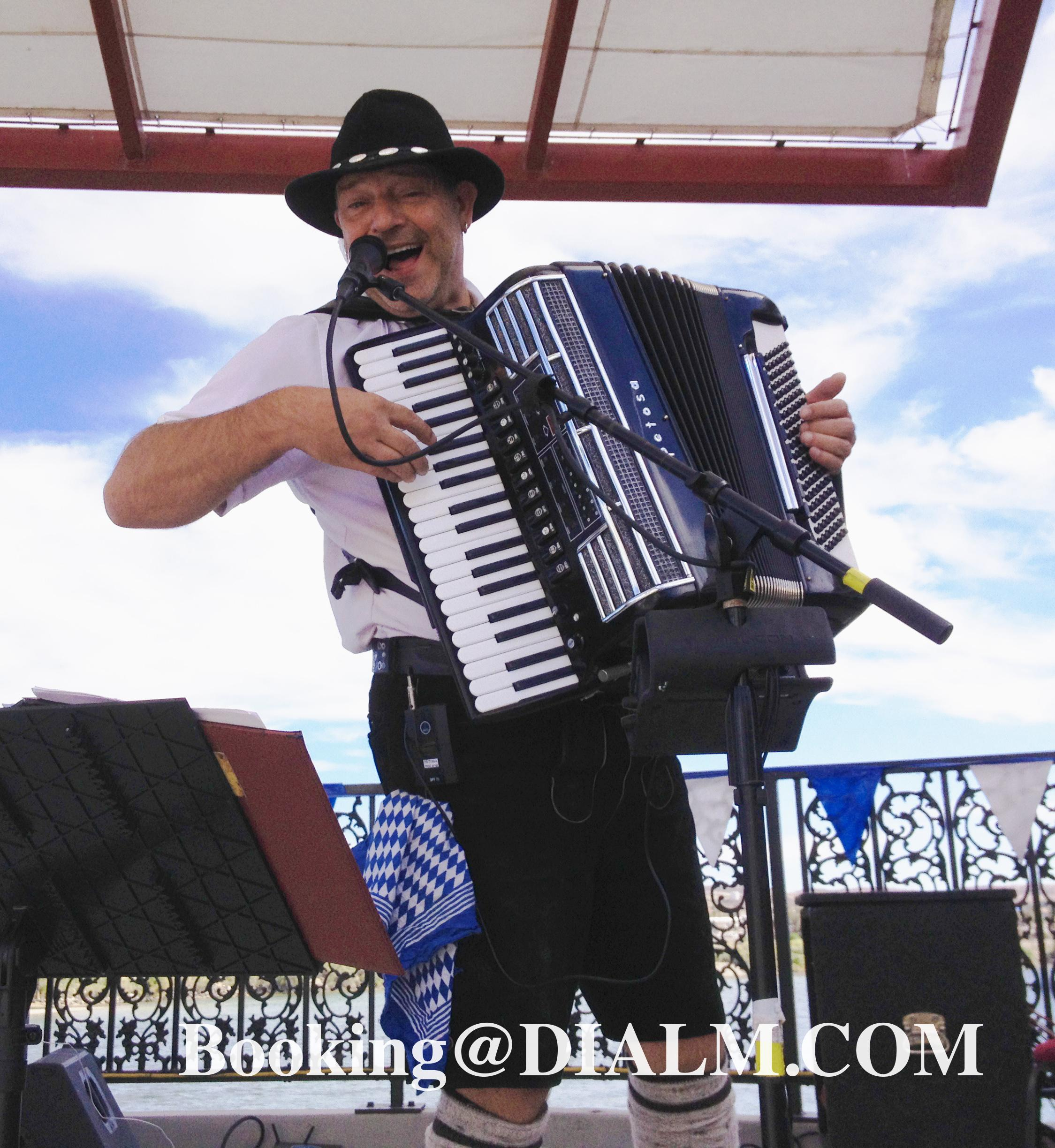 Oktoberfest accordion musician #DIALM