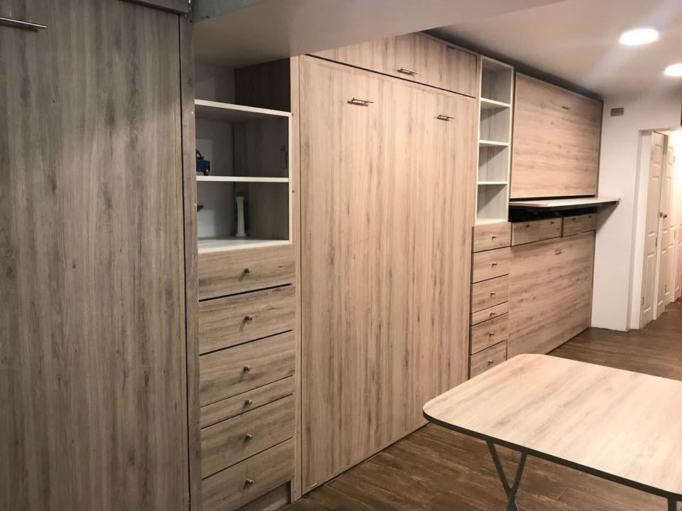 camas plegables con muebles a medida en depto estudio pequeño