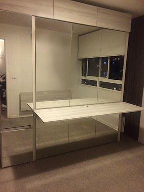 Cama vertical 2 plazas con escritorio abatible y closet espejo