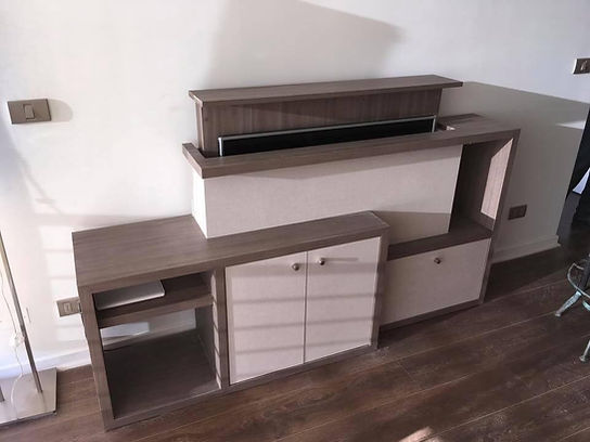rack o mueble de tv llamado tv lift que oculta la televisión dentro del mueble de forma automática y electrónica