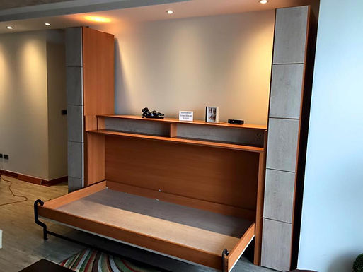 Cama Horizontal con TVLift y muebles laterales